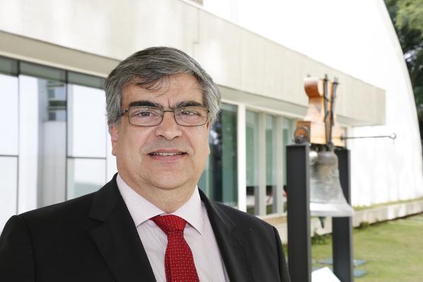 Prof. Dr. Carlos G. Carlotti Jr