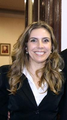 Estefânia Queiroz Barbosa ( UFPR / UNINTER - Paraná)