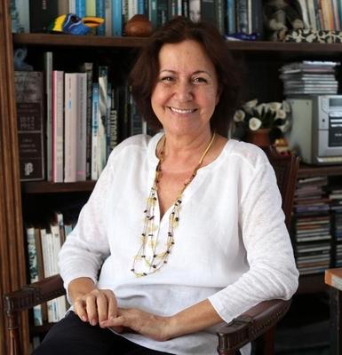 Elvira Lobato