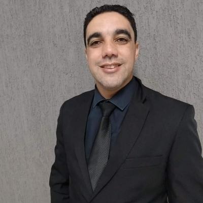 Alexsandro Menezes Farineli