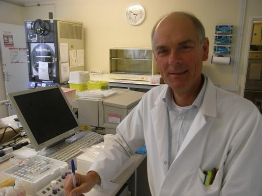 Dr. Steven Cartwright