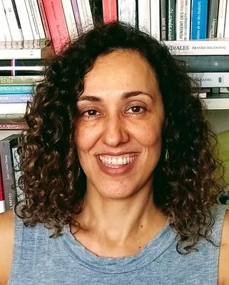 Cláudia Alessandra Tessari
