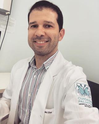 Dr. Rodolfo Moraes