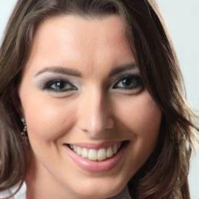 Dra. Annelise Corrêa