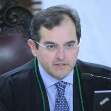 Dr. IVAN LELIS BONILHA